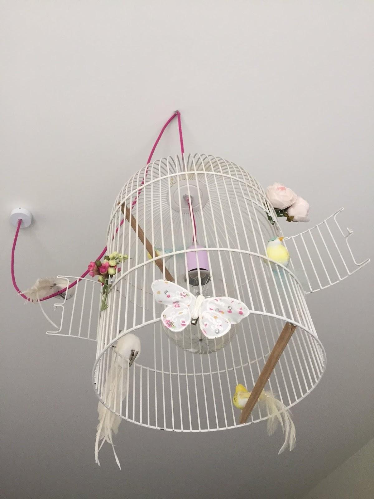 diy: maak van een vogelkooi een originele lamp